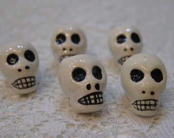 Skull Beads White Peruvian Ceramic Skull Beads with Black Features and Large Vertical Holes 15mm 10 Beads