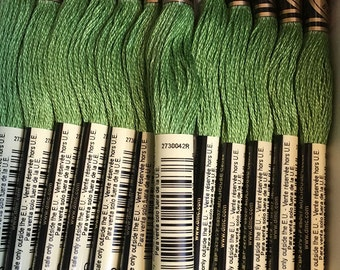 DMC 988 Medium Forest Green Embroidery Floss 2 Skeins 6 Strand Thread for Embroidery Cross Stitch Needlepoint Sewing Beading
