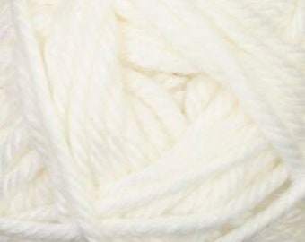 Cherub Super Bulky Incredibly Soft White Cascade Yarn 131 yards Acrylic Nylon Blend Color 01