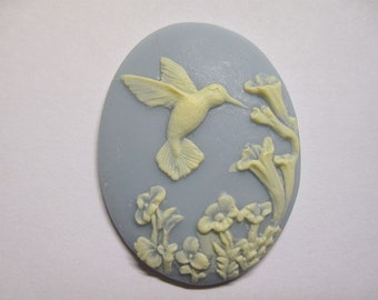Fluttering Hummingbird Ivory and Sky Blue Cameo Jewelry Cabochon Pendant 40mm x 30mm 326-40/30-IVBL