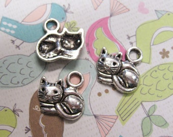 10 Antique Silver Tone Pretty Sitting Kitty Charms 15mm x 13mm C164