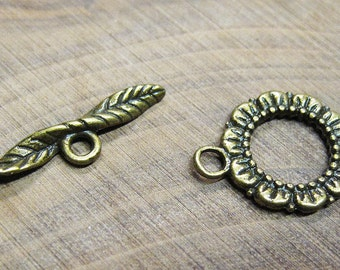 Clearance 10 Antique Bronze Leaf and Flower Toggle Clasps 20mm x 17mm with 24mm Bar F291B