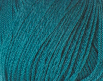 Clearance Teal Cascade 220 Superwash Yarn 220 yards 100% SuperWash Wool color 810