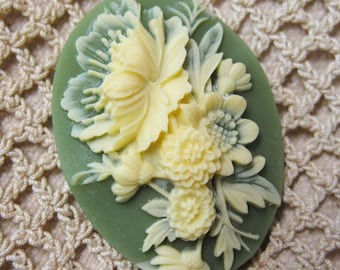 Victorian Flower Bouquet in Ivory and Green Cameo Jewelry Cabochon Pendant 40mm x 30mm