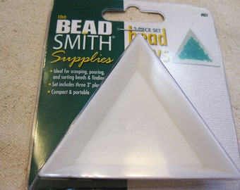Beadsmith Three Piece Set Triangle Tri-Trays for Sorting Scooping Pouring Beads and Findings