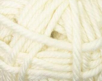 Cherub Super Bulky Incredibly Soft Ecru Cascade Yarn 131 yards Acrylic Nylon Blend Color 09