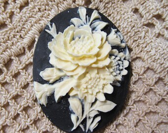 Beautiful White Rose Acrylic Black Vintage Look Cameo Jewelry Cabochon Pendant 40mm x 30mm