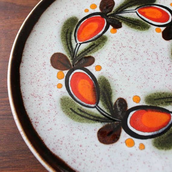 Schramberg Bernau allemand peint à la main assiette à salade en barbotine.