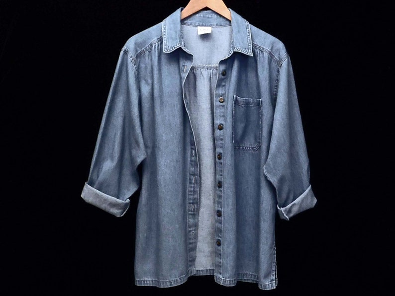 85c1f13731 90's blue chambray work shirt / soft cotton lightweight denim / loose baggy  fit / size S M / made in USA
