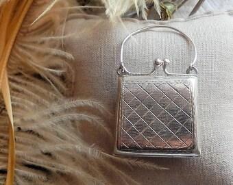 Vintage Sterling Silver Patterned Kiss Lock Purse Hinged Keepsake Box  Pendant 13774c16f4