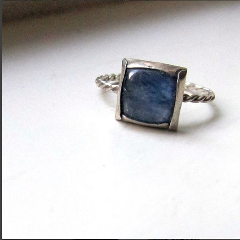 Kyanite Twist Ring image 0