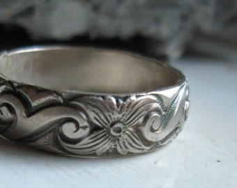 Bold sterling silver pattern band ring