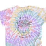 Hazy Rainbow Tie Dye // BE KIND Stay Weird colorful T-shirt -  Skull with flowers