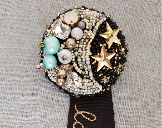 Lolita Embroidered Moon Brooch - la lune