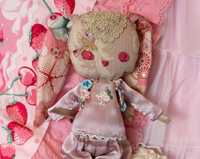 J-Fashion Embroidered Cloth Boudoir Doll - Juliette