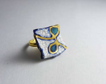 Ceramic ring, multicolore and gold.