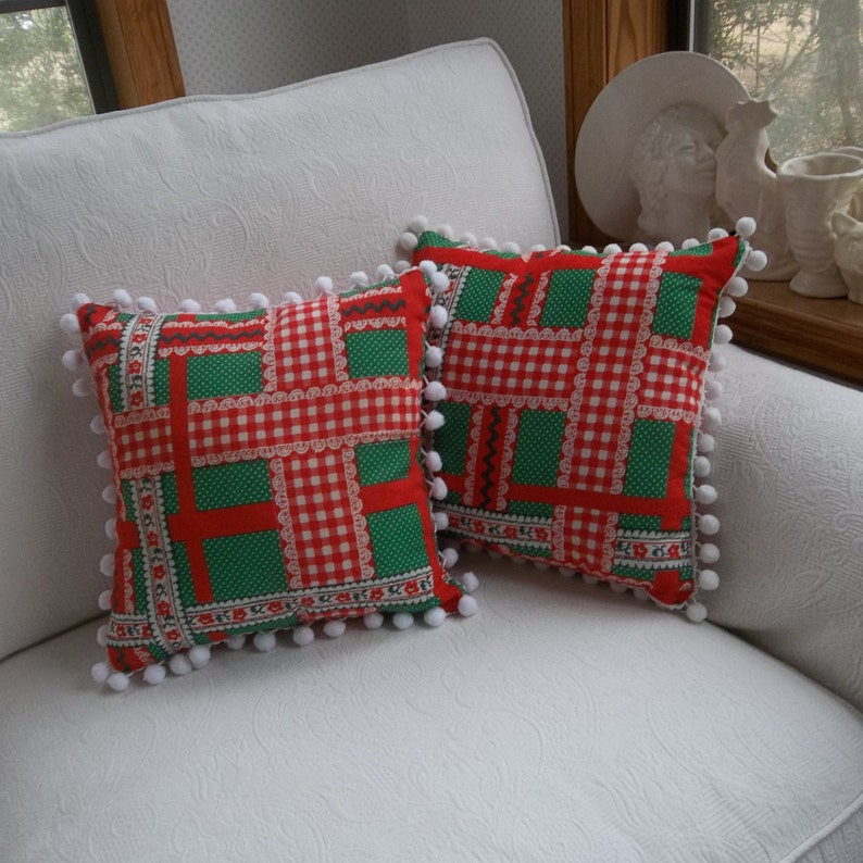 Plaid Christmas Pillows.Red Plaid Christmas Pillows Made From Vintage Tablecloth Christmas Decorations Porch Pillows Pillows Cottage Style Set Of 2