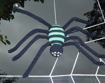 PDF crochet pattern amigurumi tutorial by Conni Hartig ebook spider web halloween horror fly spook scary