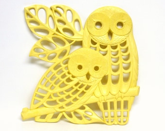 Large Yellow Vintage Wall Plaque Featuring Two Owls on a Branch by Dart Industries 1978