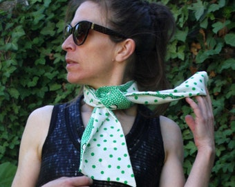 Scarf, Lavallière, Cravate Femme Blanc à Pois Vert and Green point Blanc in Crepe de Viscose.Cravate-Foulard vintage woman