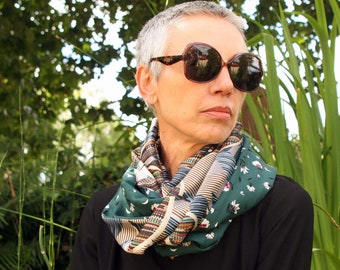Infinite scarf or stole-shawl woman Green Silver Grey in soft and floral tones. Light scarf. Tartine de Laine