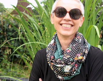 Infinite scarf or stole-shawl woman Black White Peas and Flowers and Emerald Green . Light scarf. Tartine de Laine