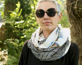Infinite scarf or black and white woman's stole graphic and cat patterns. infinite scarf in cotton fabrics and viscose. Tartine de Laine