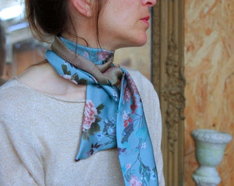Scarf woman vintage blue Japanese cranes and flowers patterned, two-tone gold. Slice of wool
