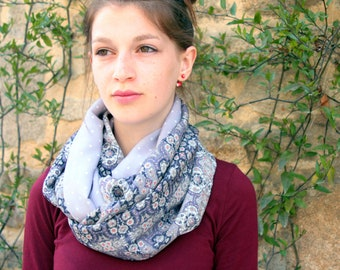 Stole-Châle, Scarf round of neck to Flowers and Purple Peas Pastel . Snood Boho Wool Tartine