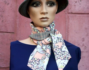 Long scarf and fine Pink Beige Camel, butterfly patterned and Prince of Galle, retro Lavallière in Acetate .