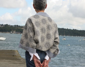 Bolero-Kimono Woman, Bolero jacket gray and blue rosette patterns wide sleeve ideal spring summer. Tartine de Laine
