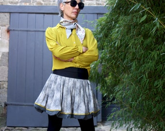 Cotton and silk ball skirt, short pleated skirt and balloon. Grey and yellow rosette patterns. Creative skirt.