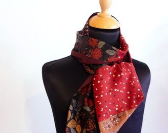 Scarf, Ascot, tie woman bicolor flower Motifs and graphics and Bordeaux taffeta. Slice of wool