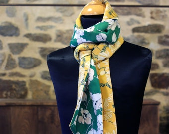 Women's scarf, Lavallière, two-tone yellow and green floral tie with white cotton and viscose flowers. Wool Tartine.