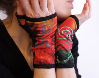 Short multicolor mittens. Arabesque Jersey cotton lined Creation Mitt fabric cuff