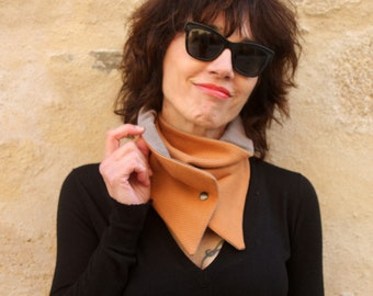 Button collar, scarf-collar. Camel wool and Prince of Galle fabric collar. Tartine de Laine