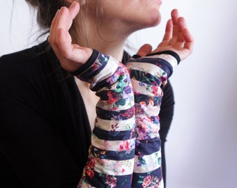 Mitten long romantic flowers and Navy stripes - white cotton jersey lining. Slice of wool