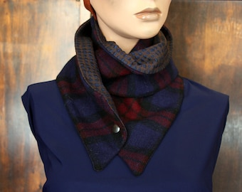 Scarf with buttons. Brown wool and cotton Tartan Bleu_Bordeaux and iridescent blue crepe collar. Spread collar winter wool