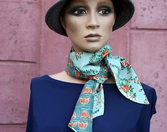 Long scarf and thin turquoise blue with floral and angelot motifs, vintage retro women's lavallière in viscose crepe and Cotton.