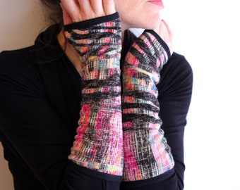 Woolen mittens mottled pink-yellow-black winter woman Creation. Mitten design jersey fabrics.