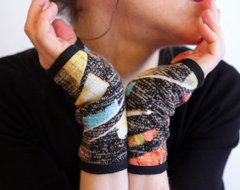 Short woolen mittens mottled Black-Yellow-Orange Blue winter woman Creation. Handmade mitten