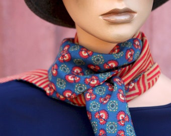 Red and Blue scarf with women's flowers, spring scarf mid-season woman. Tartine de Laine Lavallière Boho