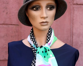 Pea Lavallière scarf and black-white-green graphic patterns, Retro scarf. Laine Tartine Accessories