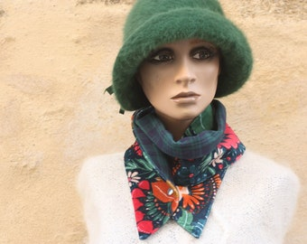 Button collar, velvet scarf printed Floral patterns and Flanelle with Tartan Marine and Green Carreaux. Winter women's scarf collar.