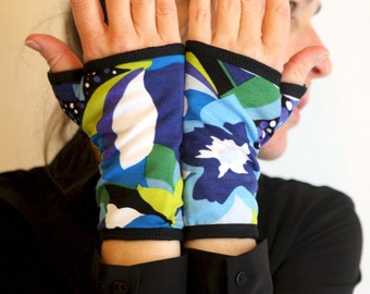 Mitaine Short Woman With Patterns Blue and Green Flowers in cotton jersey. Women's mitten gloves