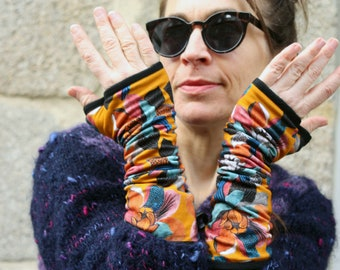 Long Women's Mitaine in cotton jersey with floral patterns in warm orange tones Fauve Bleu . Cotton-lined mitten.