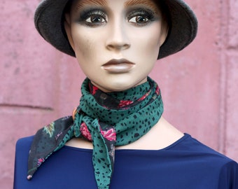 Long scarf and thin black and green flowers and viscose chiffon panther patterns, retro woman lavallière.