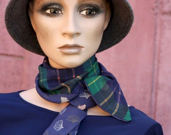 Blue-Green Tartan fine scarf and Ginkgo leaf. thin scarf in veil, Lavallière à Carreaux . Tartine de Laine