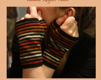 Mitten gauntlet short wool orange striped cotton jersey lining.