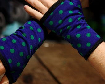 Mitten blue dot cotton lined Lycra. Fingerless glove woman with polka dots. Slice of wool